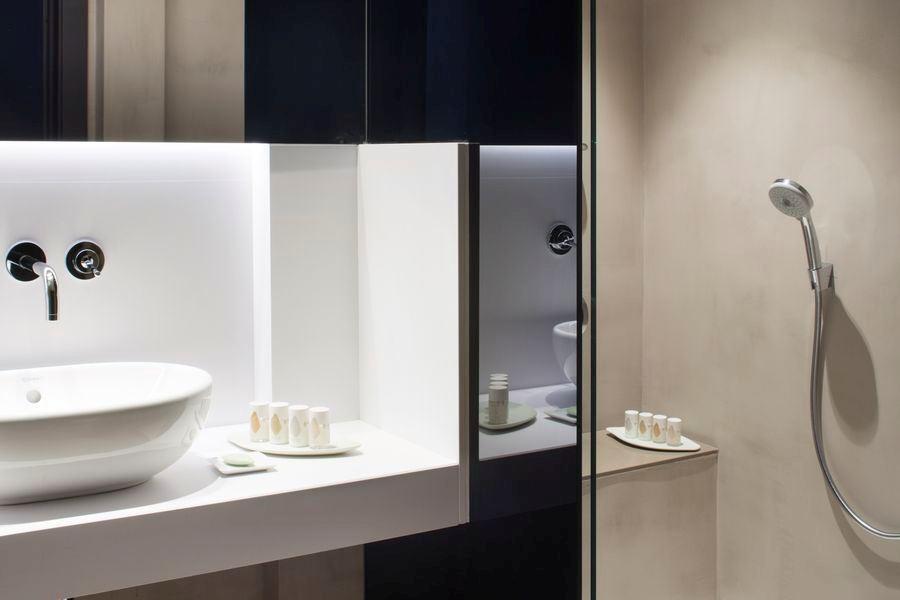 Alexandra-Barcelona-Hotel-Curio-Collection-Hilton-Modernist-Premium-King-Bathroom
