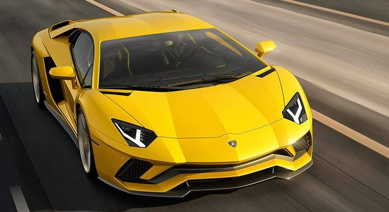 lamborghini-adventador